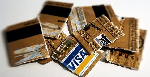 רוב הכסף שאחנו מרוויחים, חוסכים ומבזבזים אינו מוחשי. אנחנו עמלים עליו במשך החודש, והסכום עובר ישירות מחשבון המעסיק לחשבון שלנו. הוא צובר ריביות וגדל, או מכסה אוברדראפטים ונעלם. הוא עובר […]